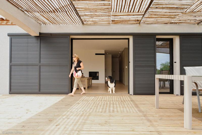 Transformation d'une maison récente de constructeur de 95m2, aménagements intérieurs et extérieurs.