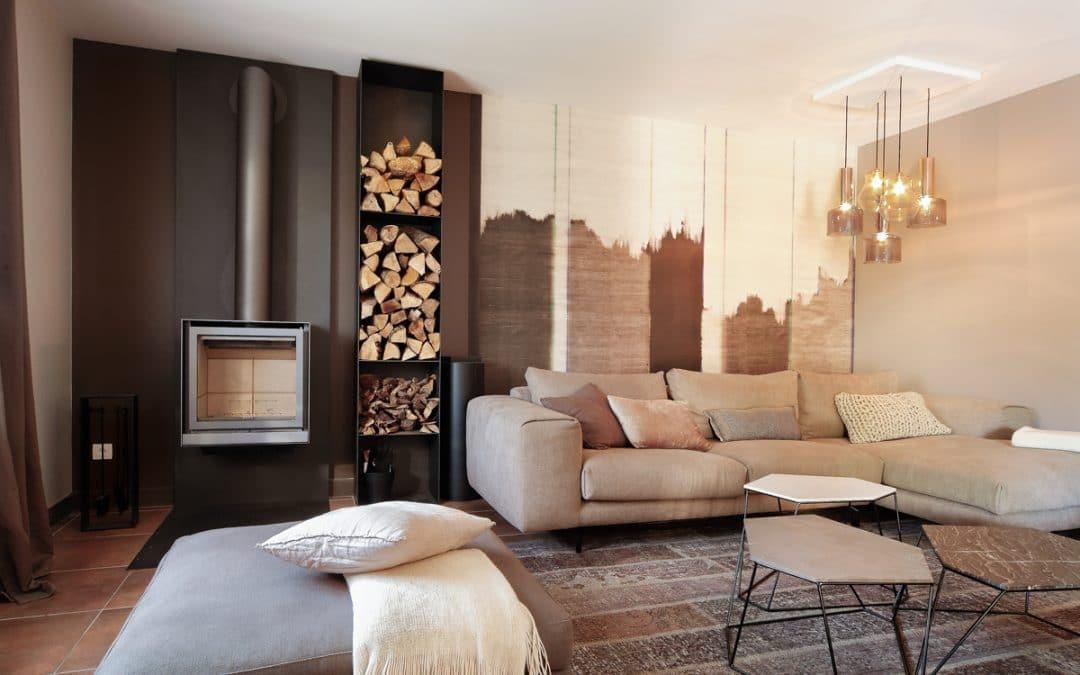 aménagements et décoration meublée d'un salon de particulier – ajout d'un poêle – création de mobilier